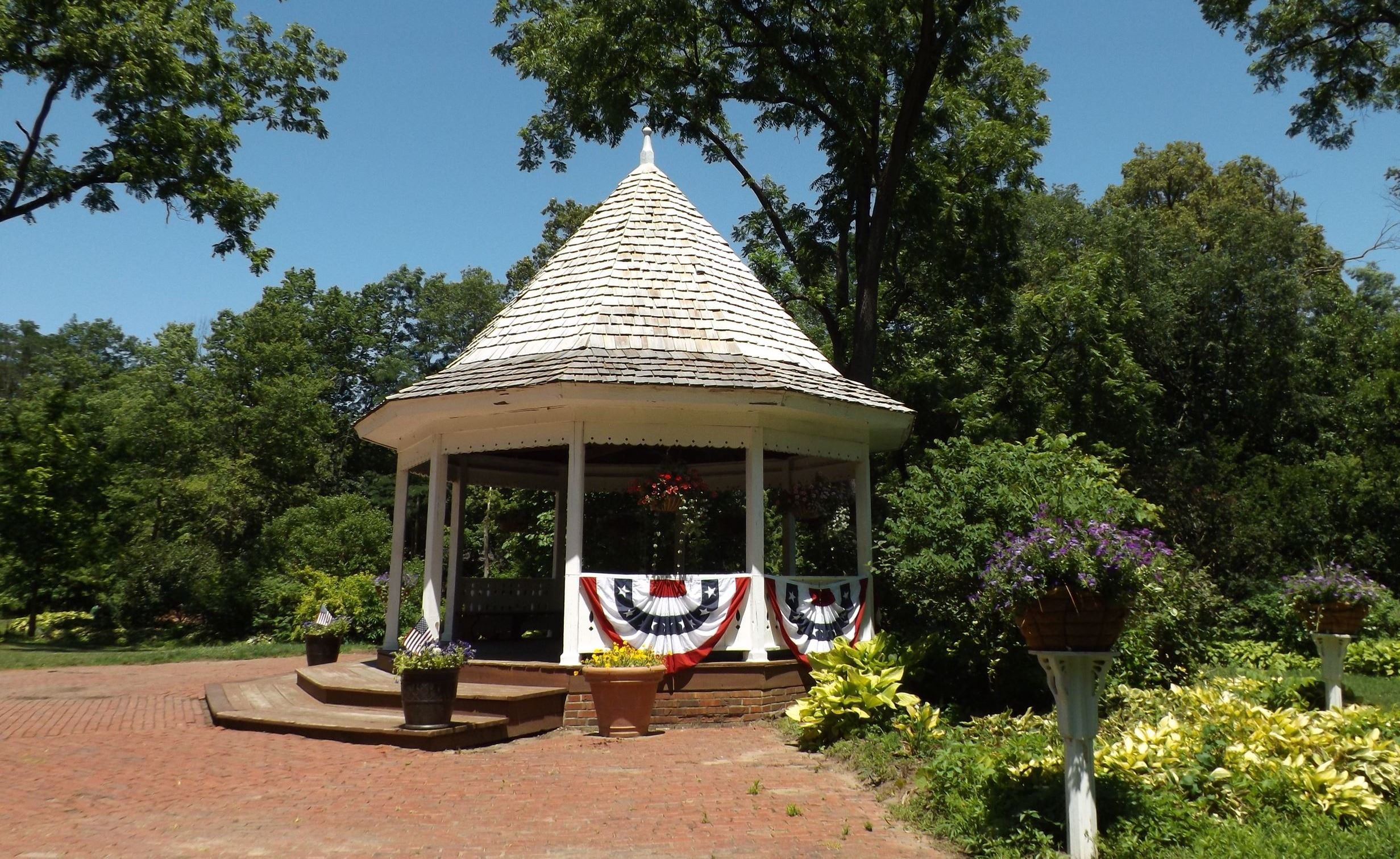 Deep River gazebo decorated